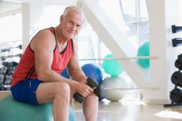 Plus Fitness Man Met Gewichten