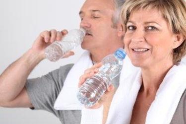 Man En Vrouw Drinken Water