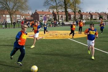 Cruyff Court Veldje Met Voetbal Jongens