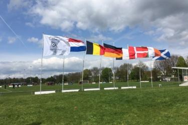 Vlaggen in de lucht bij de Eastern Cup dankzij  Faber Exposize