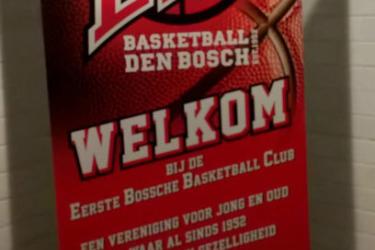 Foto van een staande banner van de eerste bossch basketbalclub