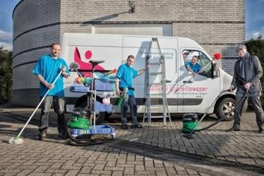 Afbeelding van 3 schoonmakers van Gws De Schoonmaker poseren voor de foto