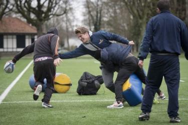 Kansarme jongeren met rugbytraining terug in maatschappij