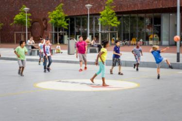 Foto kinderen op schoolplein